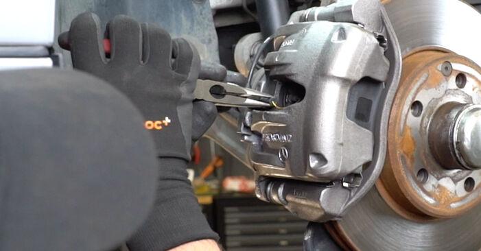 Bremsbeläge beim MERCEDES-BENZ E-CLASS E 200 1.8 Kompressor (211.042) 2009 selber erneuern - DIY-Manual
