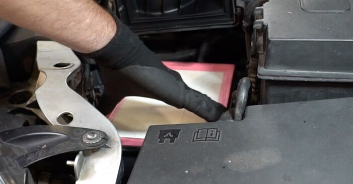 FORD FOCUS 1.6 TDCi Air Filter replacement: online guides and video tutorials