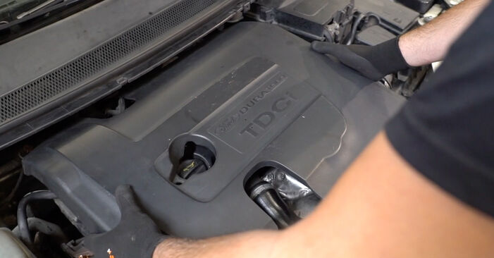 How to change Air Filter on FORD Focus II Saloon (DB_, FCH, DH) 2005 - tips and tricks