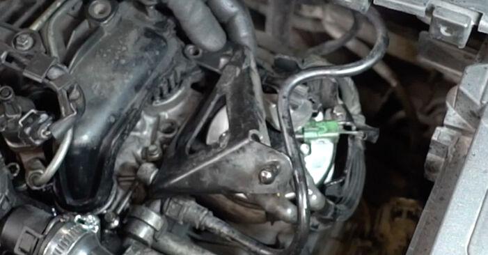 Wie Kraftstofffilter Ford Focus mk2 Limousine 1.6 TDCi 2003 tauschen - Kostenlose PDF- und Videoanleitungen