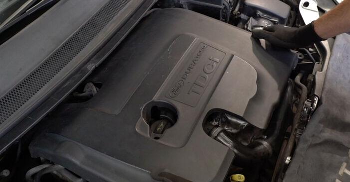 Kraftstofffilter Ford Focus mk2 Limousine 1.6 2005 wechseln: Kostenlose Reparaturhandbücher