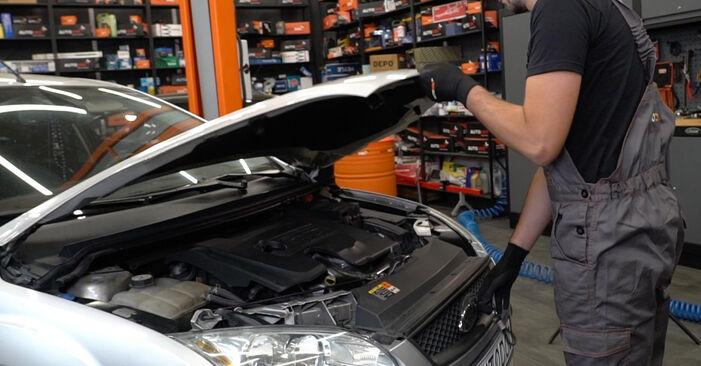 Wie man Motorlager beim Ford Focus mk2 Limousine 2003 wechselt - Gratis PDF- und Video-Tutorials