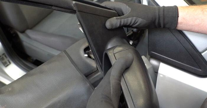 Wymień samodzielnie Lusterko zewnętrzne w Ford Focus mk2 Sedan 2005 1.6 TDCi