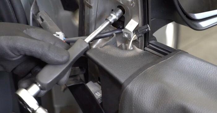 Focus II Sedan (DB_, FCH, DH) 1.6 Ti 2006 Lusterko zewnętrzne instrukcje warsztatowe samodzielnej wymiany