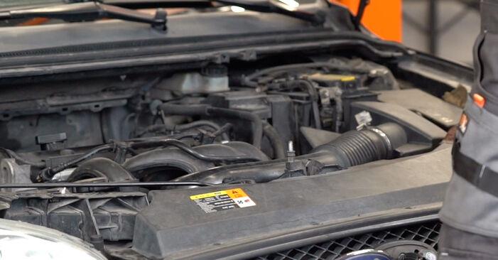 Wie Bremsscheiben Ford Focus mk2 Limousine 1.6 TDCi 2004 tauschen - Kostenlose PDF- und Videoanleitungen