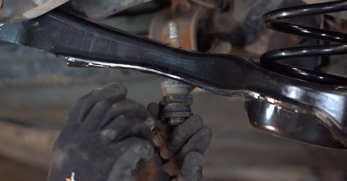 Kako težko to naredite sami: Roka zamenjava na Ford Focus mk2 Sedan 1.4 2010 - prenesite slikovni vodnik