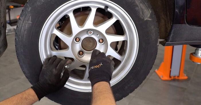 Kako zamenjati Roka na FORD Focus II Sedan (DB_, FCH, DH) 2007 - nasveti in triki