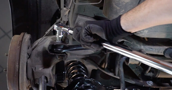 How to change Control Arm on FORD Focus II Saloon (DB_, FCH, DH) 2007 - tips and tricks