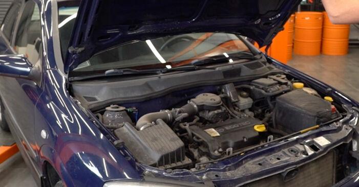 Wie Bremsbeläge Opel Astra g f48 1.6 16V (F08, F48) 1998 tauschen - Kostenlose PDF- und Videoanleitungen