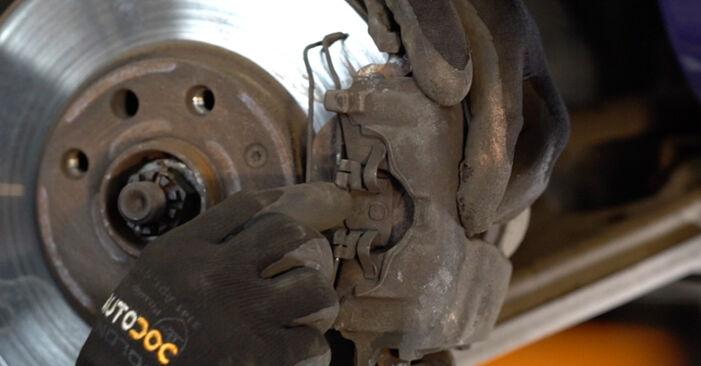 Austauschen Anleitung Bremsbeläge am Opel Astra g f48 2008 1.6 16V (F08, F48) selbst