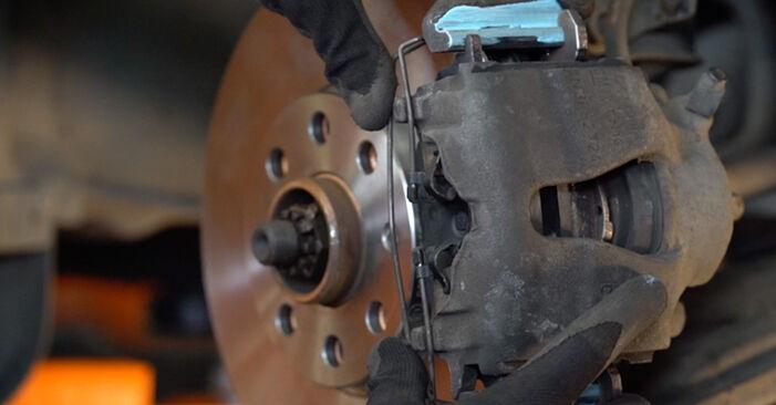 Bremsbeläge beim OPEL ASTRA 2.0 16V (F08, F48) 2005 selber erneuern - DIY-Manual
