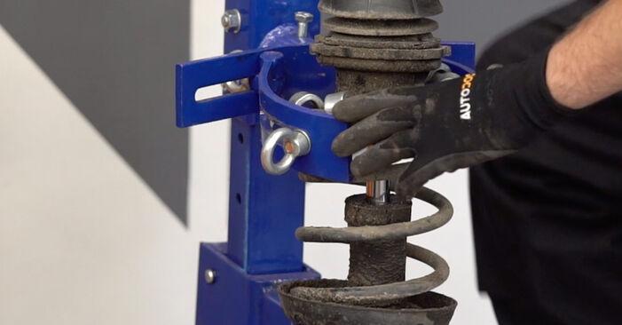 Hvordan man udskifter OPEL Astra G CC (T98) 1.6 16V (F08, F48) 1999 Tårnleje - trin-for-trin manualer og video vejledninger