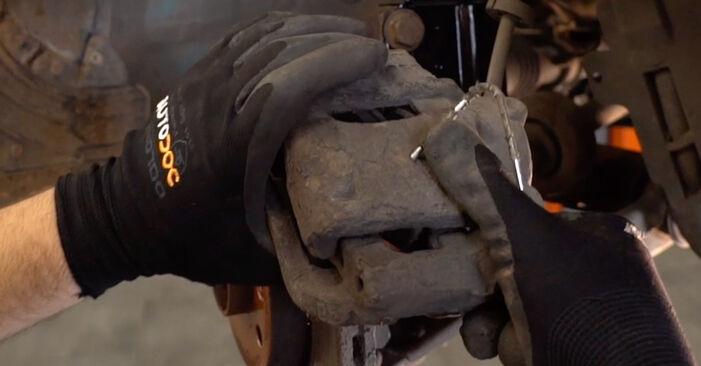 RENAULT KANGOO 1.4 Bremsscheiben ausbauen: Anweisungen und Video-Tutorials online