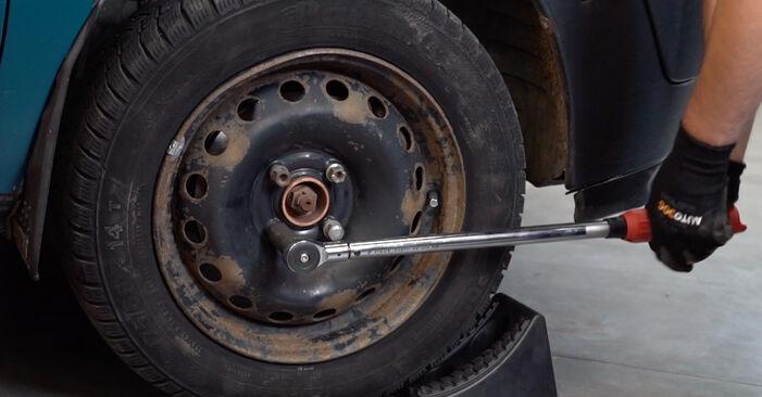Wie schwer ist es, selbst zu reparieren: Bremsscheiben Renault Kangoo kc01 1.9 dTi 2003 Tausch - Downloaden Sie sich illustrierte Anleitungen