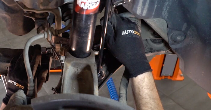How hard is it to do yourself: Control Arm replacement on RENAULT MEGANE II Saloon (LM0/1_) 1.6 16V (LM1R, LM0C) 2007 - download illustrated guide