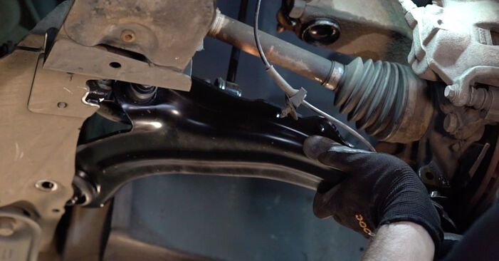 Step-by-step recommendations for DIY replacement RENAULT MEGANE II Saloon (LM0/1_) 2002 1.4 Control Arm
