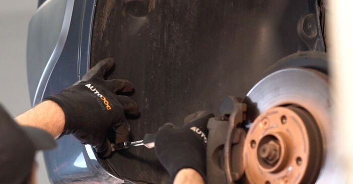Changing of Control Arm on RENAULT MEGANE II Saloon (LM0/1_) 2009 won't be an issue if you follow this illustrated step-by-step guide