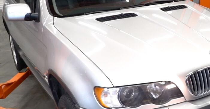 Reemplace Discos de Freno en un BMW E53 2002 3.0 d usted mismo