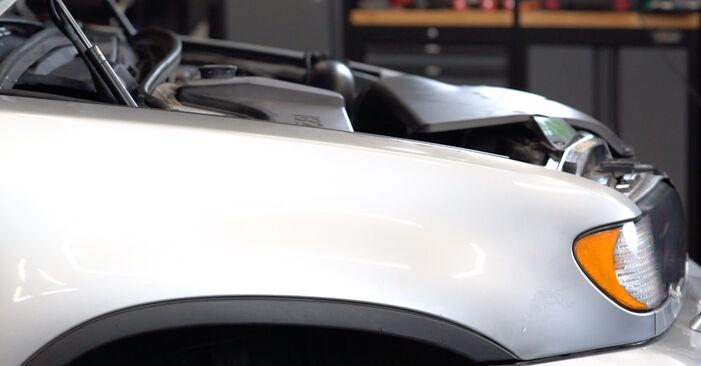 Wie man Bremsbeläge beim BMW E53 2000 wechselt - Gratis PDF- und Video-Tutorials