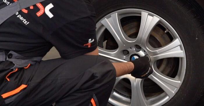 Cum să înlocuiți BMW X5 (E53) 3.0 d 2001 Brat Suspensie – manualele pas cu pas și ghidurile video
