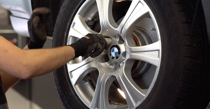 Manualul de înlocuire pas cu pas BMW X5 2007 Brat Suspensie