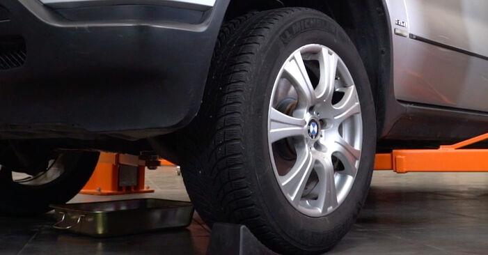 Wie Querlenker BMW E53 3.0 d 2000 tauschen - Kostenlose PDF- und Videoanleitungen