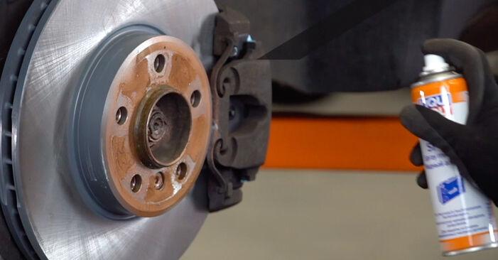 Querlenker beim BMW X5 4.4 i 2007 selber erneuern - DIY-Manual