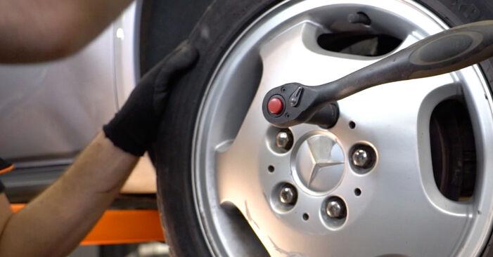 Kiek užtrunka keitimas: Mercedes W168 1997 Amortizatoriaus Atraminis Guolis - informatyvi PDF instrukcija