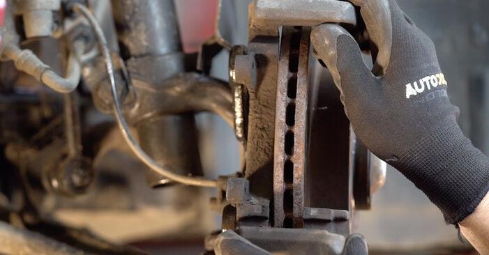 Hinweise des Automechanikers zum Wechseln von BMW 3 Cabrio (E46) 325Ci 2.5 2004 Bremsscheiben