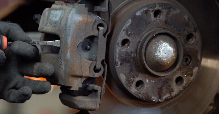 Wie kompliziert ist es, selbst zu reparieren: Bremsscheiben am BMW e46 Cabrio 320Cd 2.0 2004 ersetzen – Laden Sie sich illustrierte Wegleitungen herunter