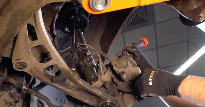 Bremsscheiben beim BMW 3 SERIES 330Cd 3.0 2005 selber erneuern - DIY-Manual