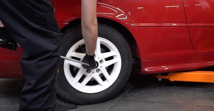 Wymiana BMW 3 Convertible (E46) 320Ci 2.2 2000 Tarcza hamulcowa: darmowe instrukcje warsztatowe