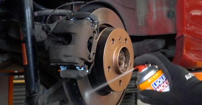 Jak zdjąć BMW 3 SERIES 323Ci 2.5 2002 Tarcza hamulcowa - łatwe w użyciu instrukcje online