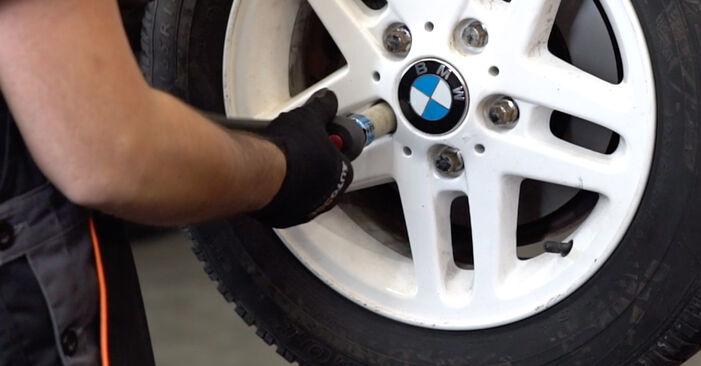 Jak trudno jest to zrobić samemu: wymień Tarcza hamulcowa w BMW 3 Convertible (E46) 320Cd 2.0 2004 - pobierz ilustrowany przewodnik