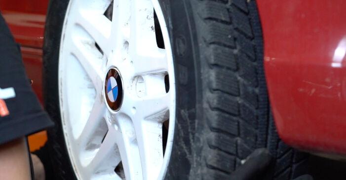 Pasikeiskite BMW 3 Cabriolet (E46) 325Ci 2.5 2004 Vikšro Valdymo Svirtis patys - internetinė instrukcija