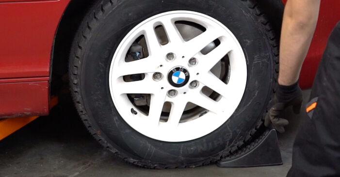 BMW 3 Convertible (E46) 320Ci 2.2 2000 Vikšro Valdymo Svirtis keitimas: nemokamos remonto instrukcijos
