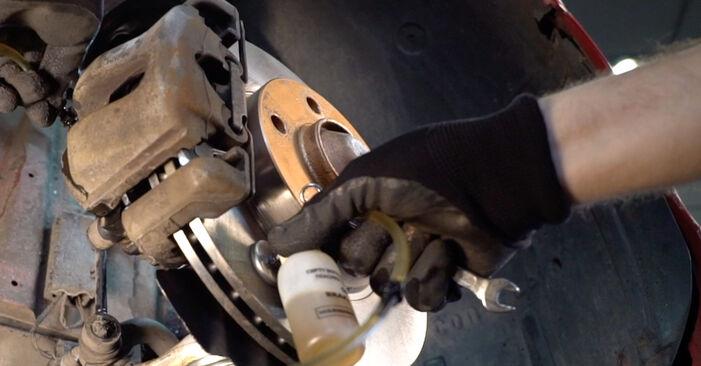 Bremsschläuche beim BMW 3 SERIES 330Cd 3.0 2005 selber erneuern - DIY-Manual