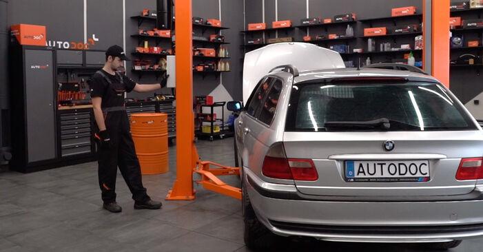 Changer Plaquettes de Frein sur BMW 3 Touring (E46) 318i 2.0 2001 par vous-même