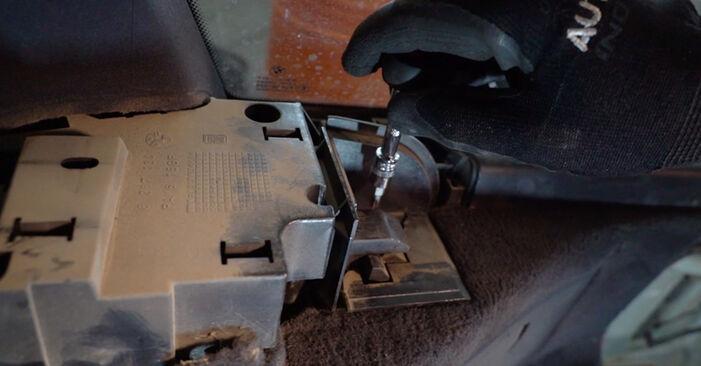 Domlager beim BMW 3 SERIES 318i 1.9 2005 selber erneuern - DIY-Manual