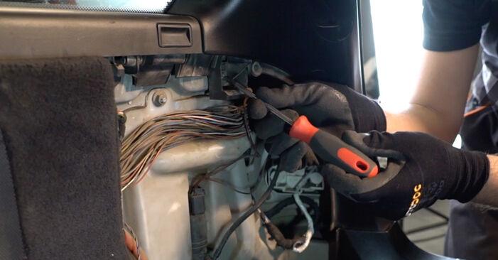 BMW 3 SERIES 320d 2.0 Domlager ausbauen: Anweisungen und Video-Tutorials online