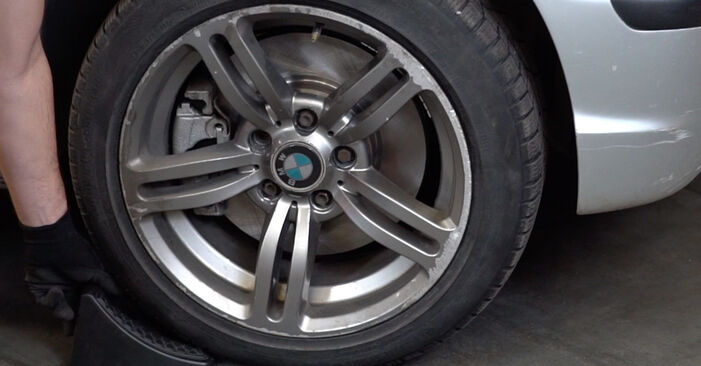 Jak vyměnit BMW 3 Touring (E46) 320d 2.0 1999 Brzdove hadicky - návody a video tutoriály krok po kroku.