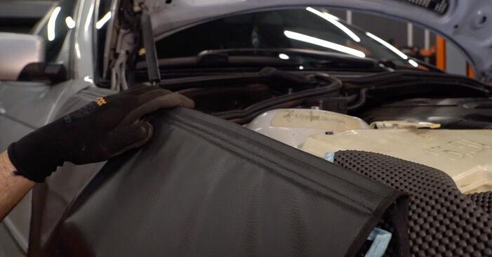 Wie Motorlager BMW 3 Touring (E46) 320i 2.2 1999 austauschen - Schrittweise Handbücher und Videoanleitungen