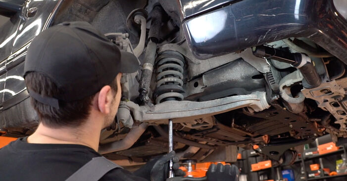 Austauschen Anleitung Querlenker am Mercedes W210 1996 E 300 3.0 Turbo Diesel (210.025) selbst