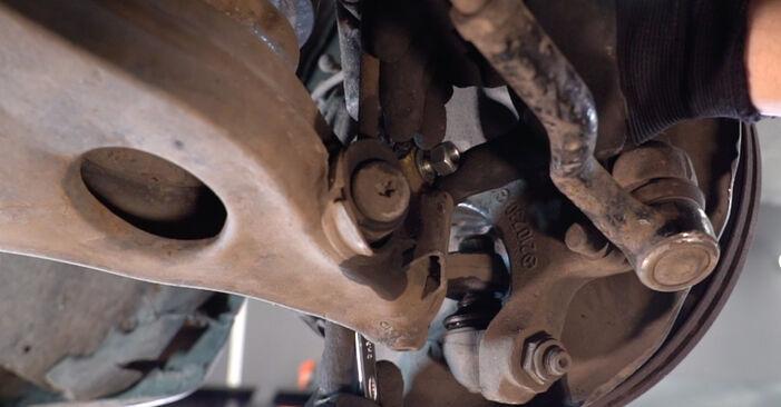 Schritt-für-Schritt-Anleitung zum selbstständigen Wechsel von Mercedes W210 1999 E 320 CDI 3.2 (210.026) Querlenker