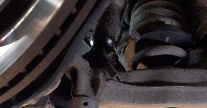 Querlenker Mercedes W210 E 200 2.0 (210.035) 1997 wechseln: Kostenlose Reparaturhandbücher