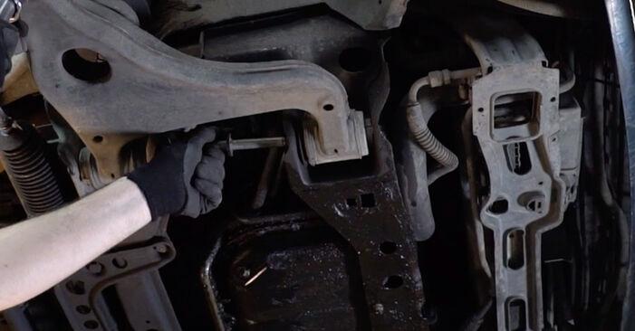 Kiek užtrunka keitimas: Mercedes W210 2003 Vikšro Valdymo Svirtis - informatyvi PDF instrukcija