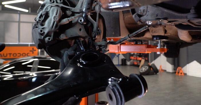 Wie Querlenker Mercedes W210 E 300 3.0 Turbo Diesel (210.025) 1995 tauschen - Kostenlose PDF- und Videoanleitungen