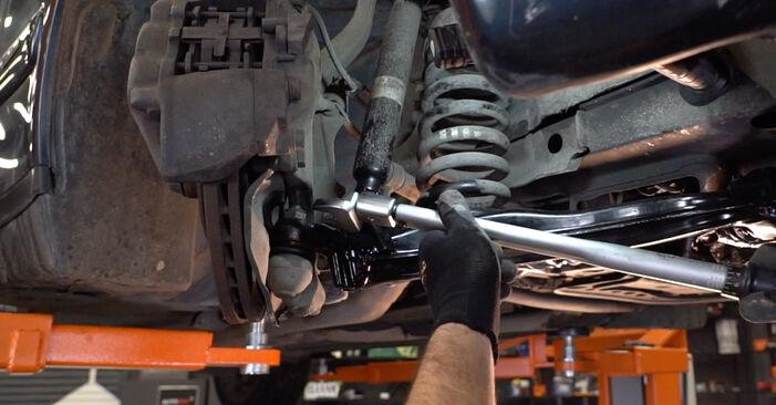 Mercedes W210 E 220 CDI 2.2 (210.006) 1997 Vikšro Valdymo Svirtis keitimas: nemokamos remonto instrukcijos