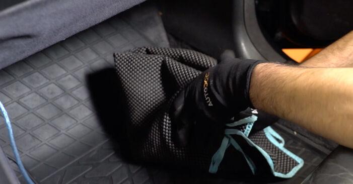 Combien de temps dure le remplacement : Filtre d'Habitacle sur Mercedes W210 2003 - manuel PDF informatif
