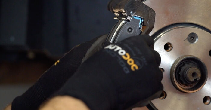 Bremsscheiben beim TOYOTA AYGO 1.4 HDi 2012 selber erneuern - DIY-Manual